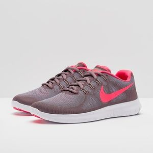 Nike Womens Free RN Sneaker